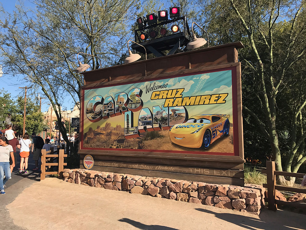 CarsLand Cruiz Sign